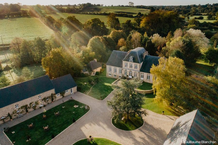 Domaine Normandie mariage Manoir de Chivré drone Guillaume Blanchon
